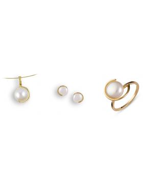 Σετ χρυσό με μαργαριτάρια περιλαμβάνει αλυσίδα μενταγιόν σκουλαρίκια και δακτυλίδι