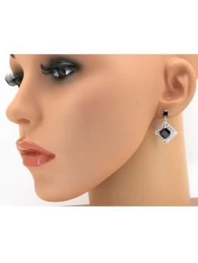Σκουλαρίκι ασημένιο επιπλατινωμένο με άσπρες και μαύρες πέτρες ζιργκόν και κούμπωμα ασφαλείας