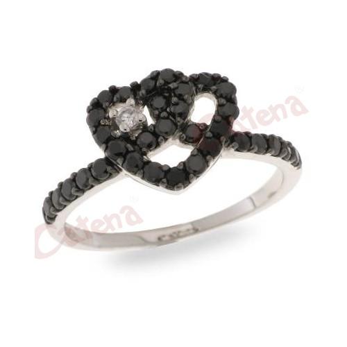 Δαχτυλίδι ασημένιο επιπλατινωμένο με μαύρες πέτρες και άσπρη σε σχήμα  καρδιάς 5d8412459db